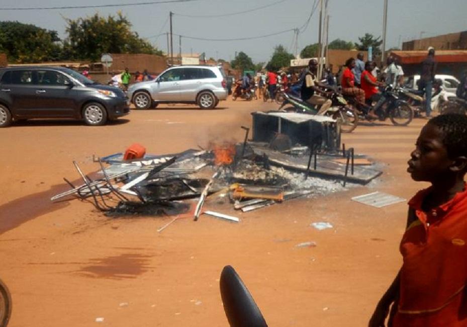 Ouagadougou: Manifestation de jeunes après l'assassinat d'un militaire