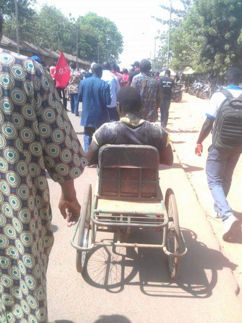 Marche du 4 novembre: Quand un «marcheur» est en fauteuil roulant…