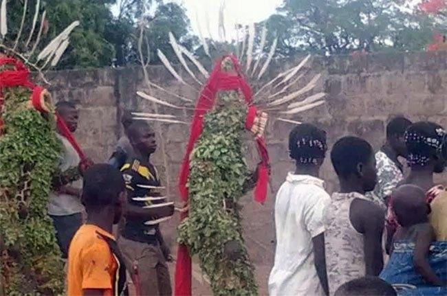 Vu sur les réseaux sociaux/Bobo Dioulasso: Des masques traditionnelles pénètrent dans un CSPS et fouettent les agents de santé