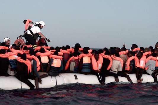 Immigration: L'Italie ferme ses ports aux migrants, l'Espagne intervient