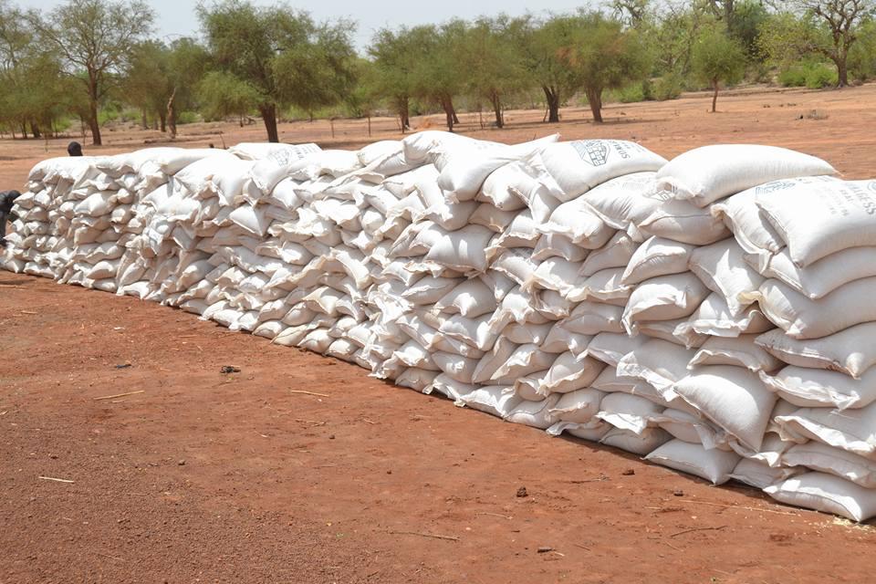 Crise alimentaire dans le village de Noogo, province du Sanmatenga :Le Gouvernement apporte 30 tonnes de vivres pour les populations