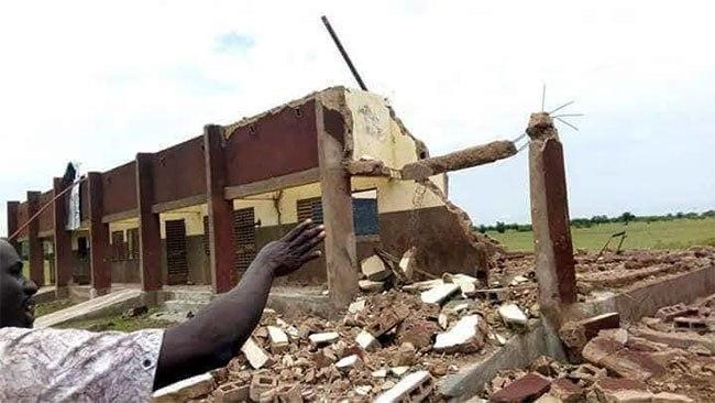 Bakaribougou ( Hauts-Bassins): les bâtiments d'une école décoiffés par un vent violent