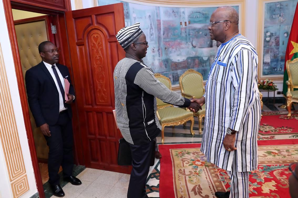 Burkina: l'ordre des pharmaciens chez le président du Faso