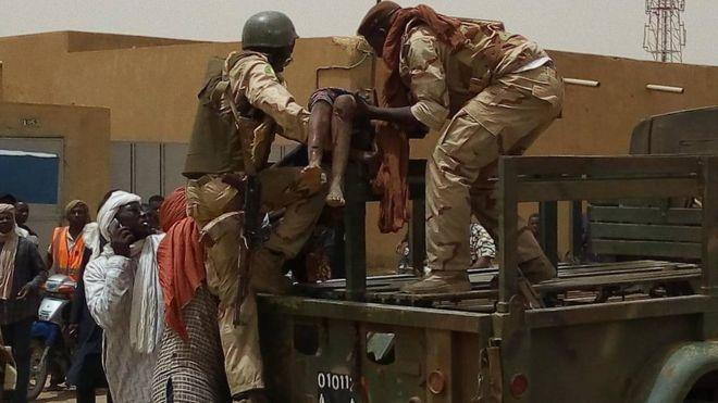 Mali : 4 soldats français blessés dans une attaque à la voiture piégée