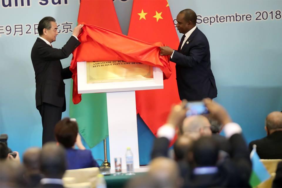 Coopération sino-burkinabè : le drapeau du Burkina flotte désormais à Pékin.