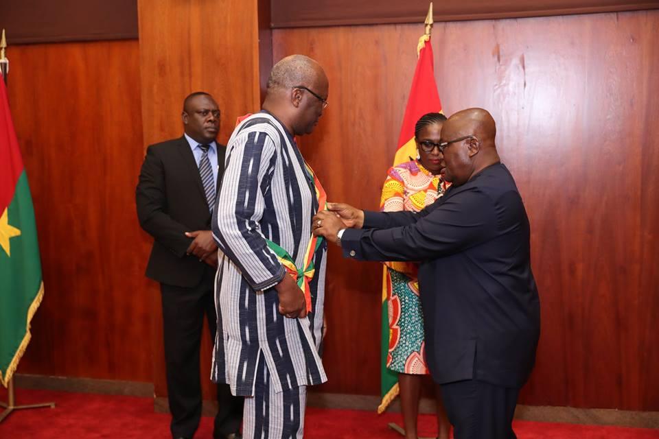 Coopération Burkina Faso-Ghana : Le Président Kaboré élevé à la plus haute distinction du Ghana.