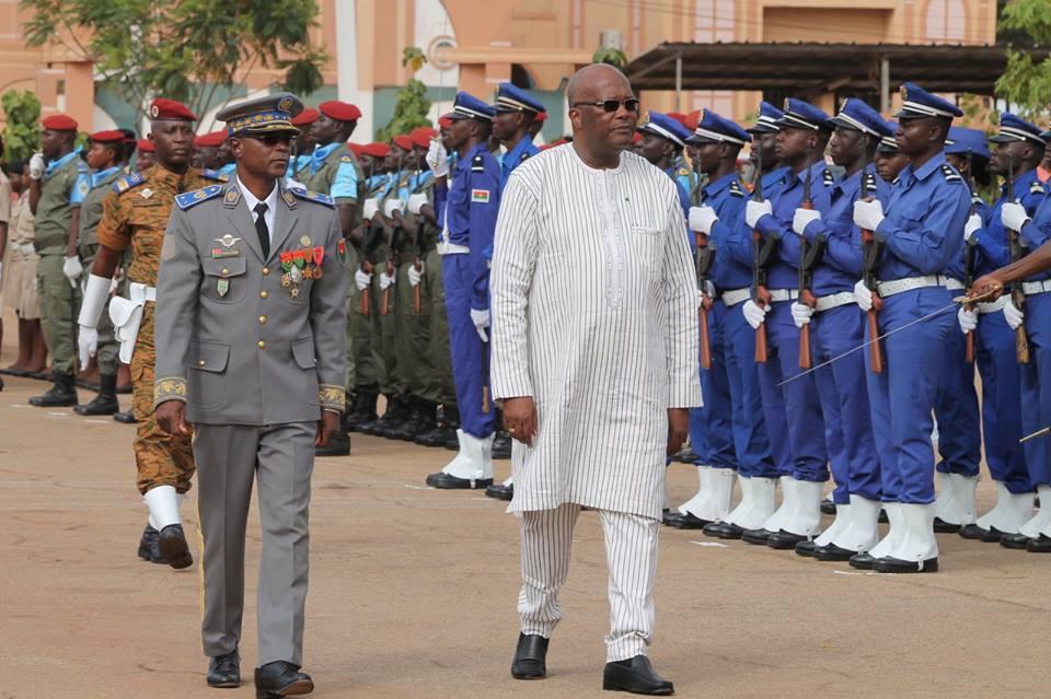 58e anniversaire de l'armée : le président du Faso salue la mémoire des soldats tombés dans la lutte contre le terrorisme