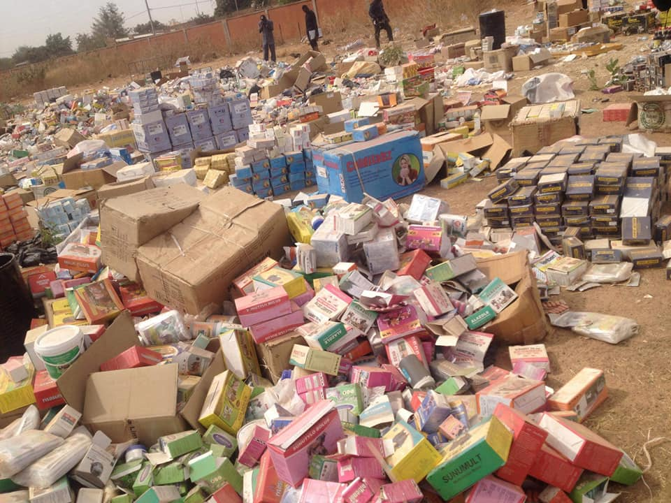 Ouagadougou : 28 tonnes de médicaments de contrebande saisis aux marchés de Sankariaré et de Bendogo (police)