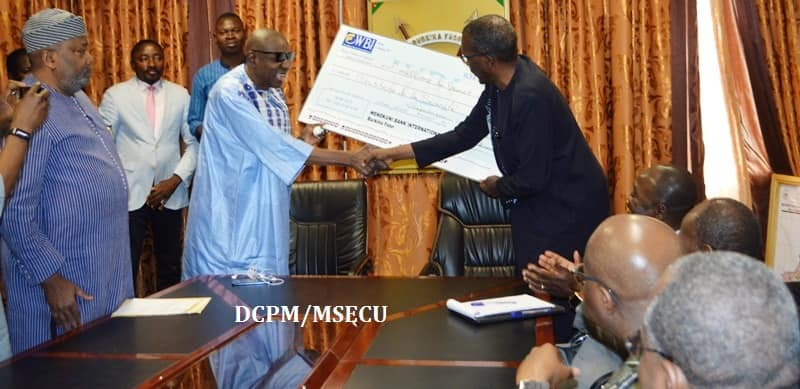 Sécurité: Le patronat burkinabé fait don de 100 millions de francs CFA aux FDS