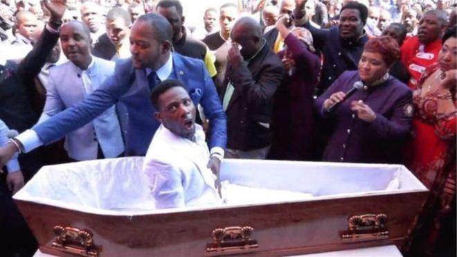 """Afrique du Sud: une plainte contre un pasteur, pour une """"résurrection"""""""