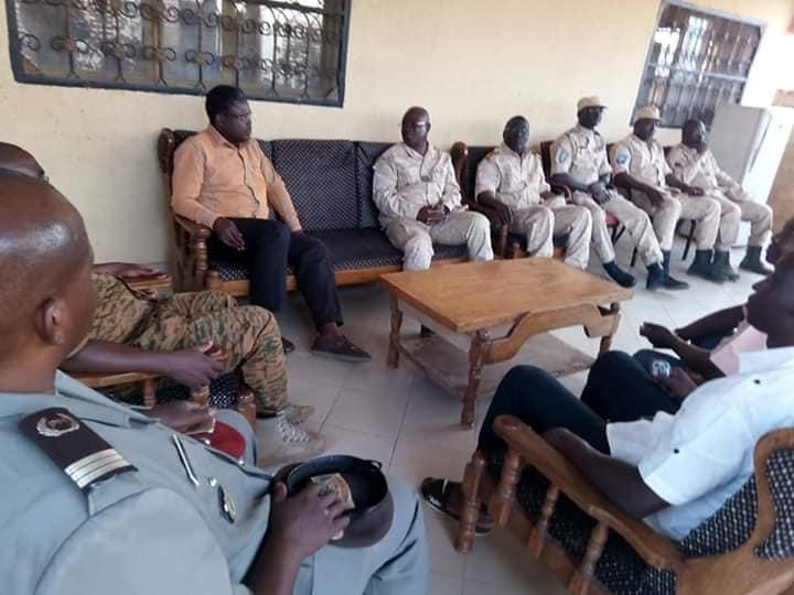 Le Chef d'Etat Major Général des Armées (CEMGA) chez le Maire de la commune de Fada N'gourma.