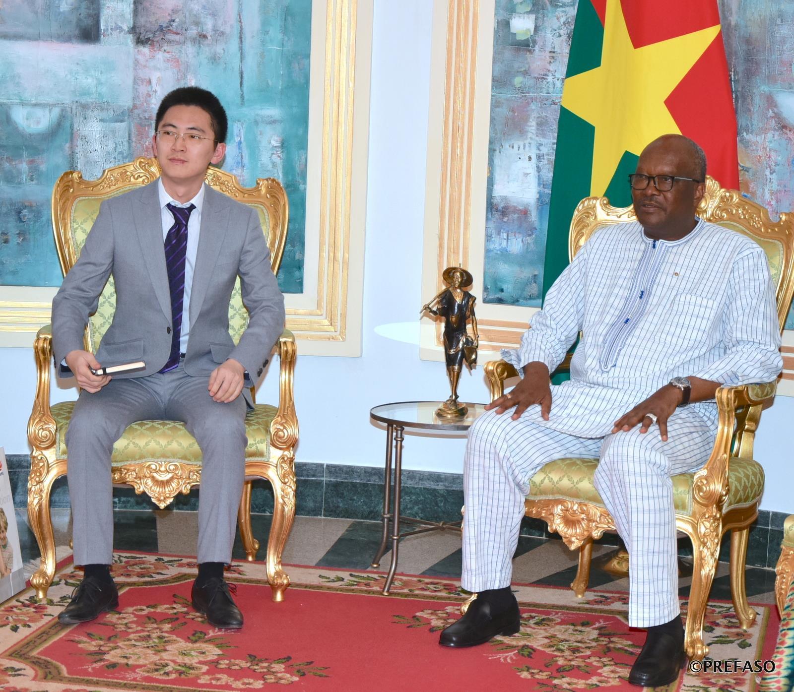 Développement de réseaux Internet et de téléphonie : Huawei présente sa nouvelle équipe dirigeante pour l'Afrique de l'Ouest au président du Faso.