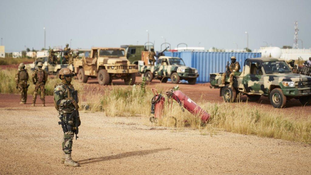 Mali: des chefs militaires limogés après le massacre dans un village peul