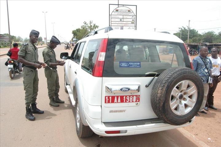 Justice: présenter les originaux des documents lors des contrôles de police est « un abus de pouvoir » selon le Procureur général