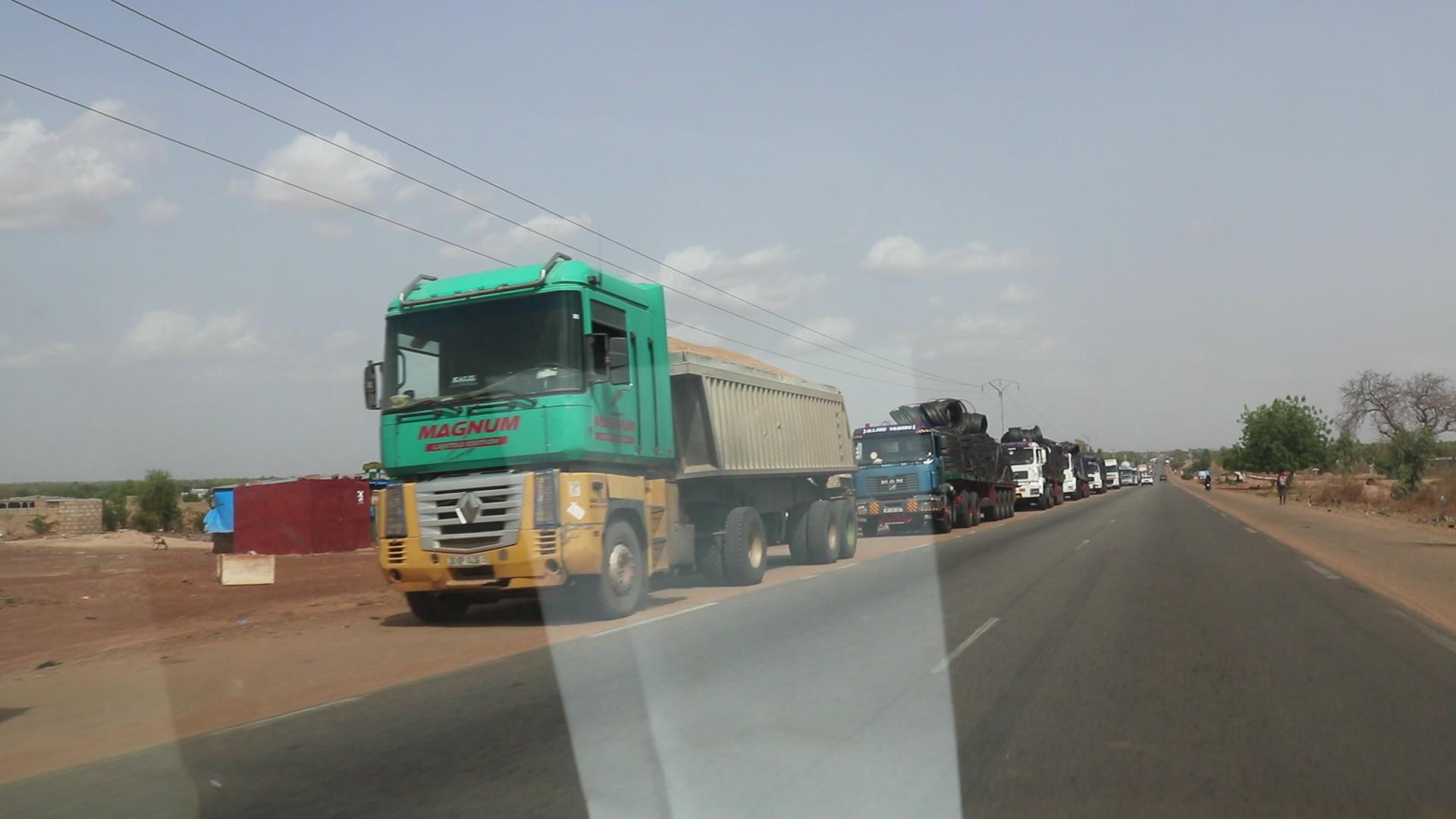 Circulation urbaine: les camions poids lourd bloquent l'entrée de Ouagadougou