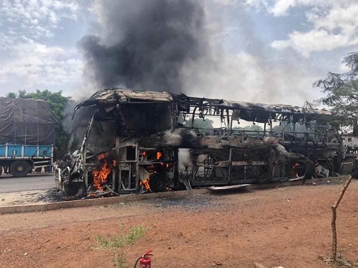 Transport: un car d'Elitis part en fumée entre sakoincé et Sabou