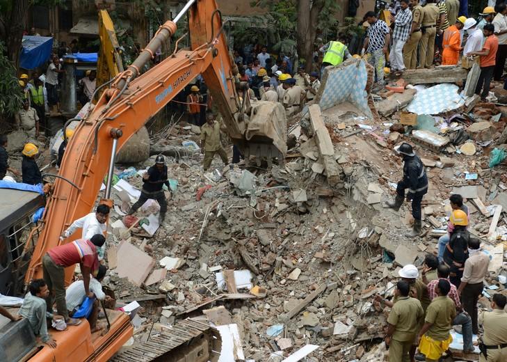 Inde: Effondrement à Bombay, le bilan s'alourdit à 13 morts