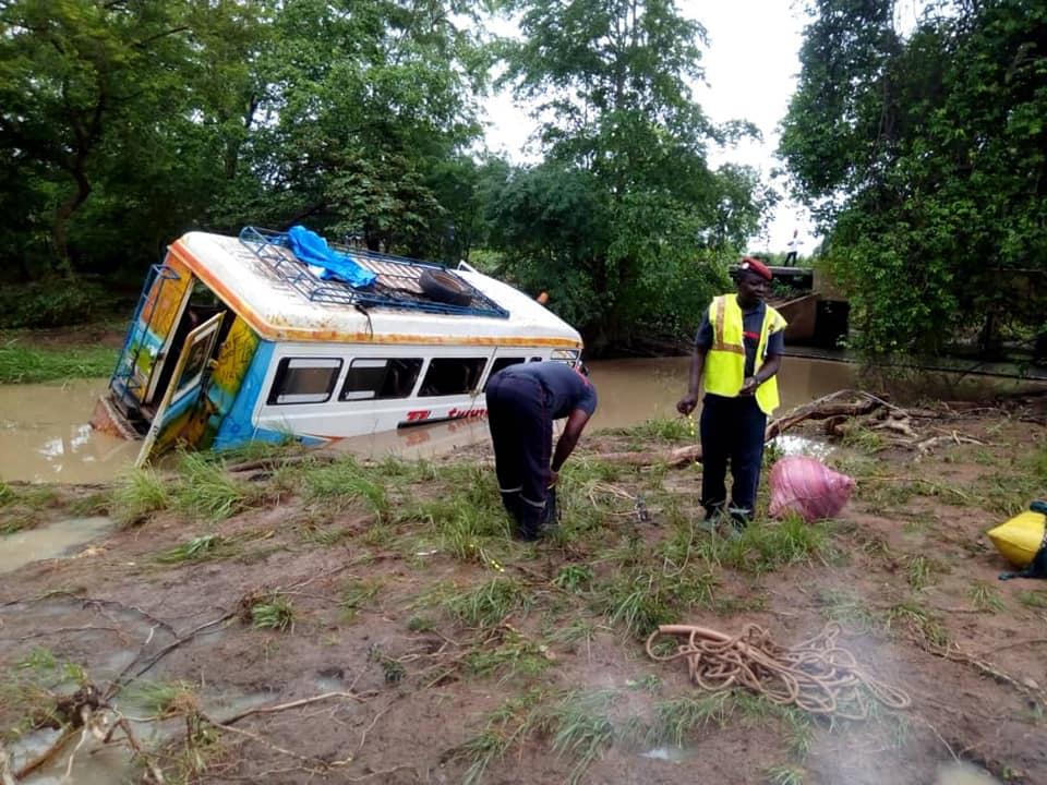Un mini car de 37 places emporté par les eaux : bilan 4 morts