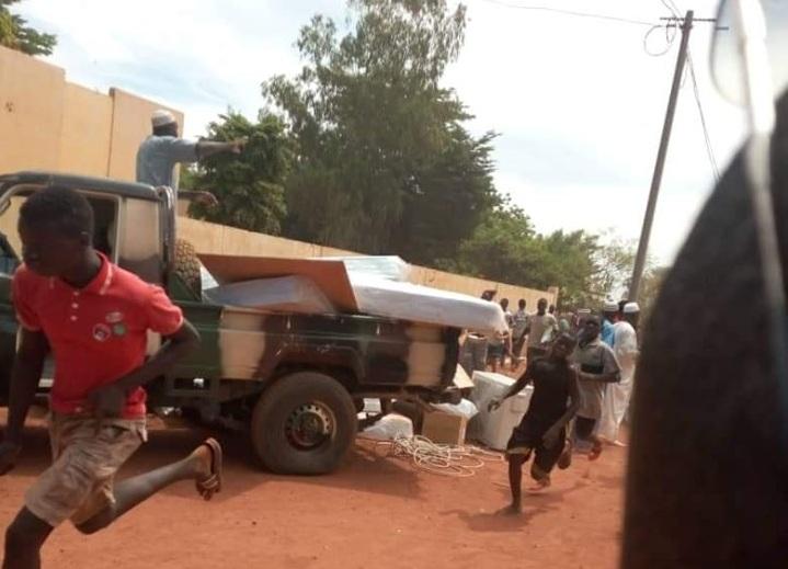 Mali (Sévaré): Des manifestants attaquent et pillent le camp de la MINUSMA