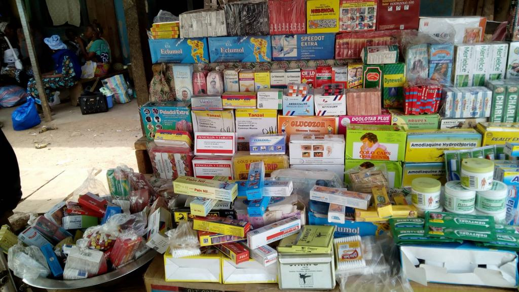 Côte d'Ivoire : saisie record de 200 tonnes de faux médicaments à Abidjan