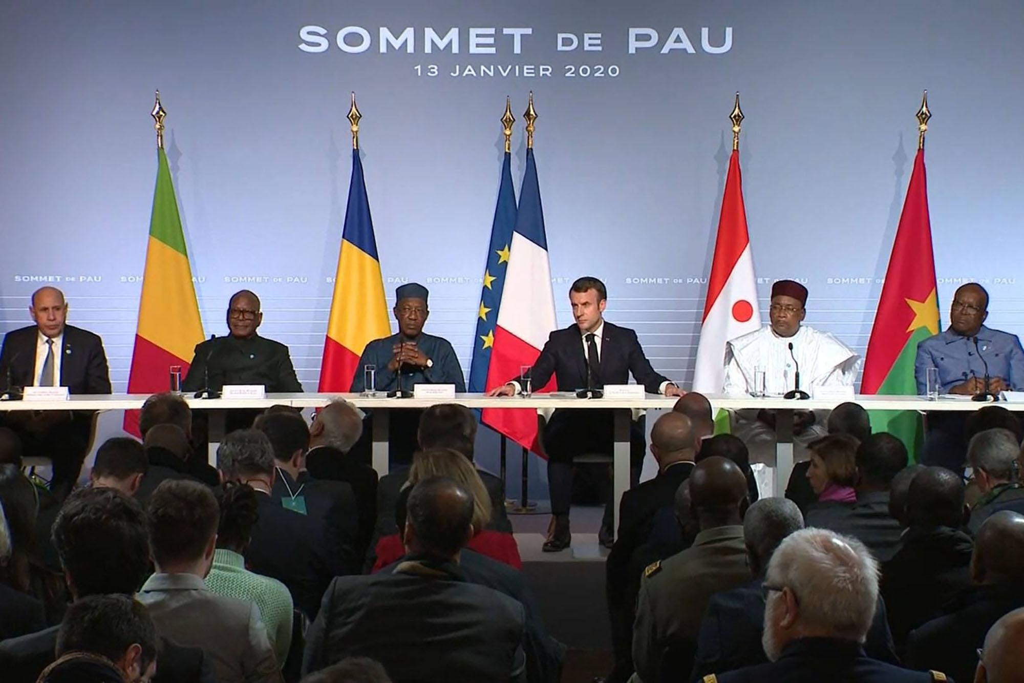 """Sommet de Pau: Macron dénonce des """"puissances étrangères"""" alimentant le discours antifrançais au Sahel"""