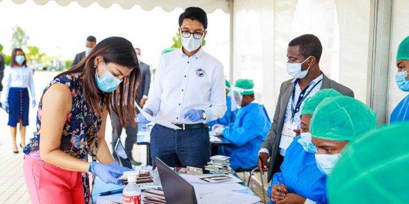COVID-19: Madagascar, le président Rajoelina annonce un remède