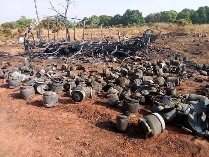 Violent feu de véhicule de transport de bouteilles de gaz à beregadougou ( RN1)