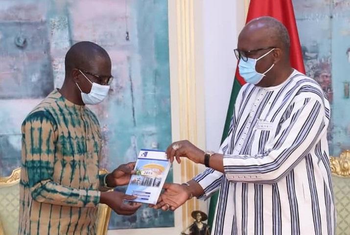Régulation des médias : le rapport 2019 du CSC remis au président du Faso