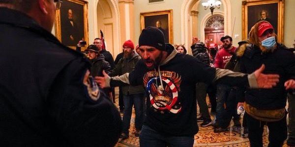 USA: Les élus américains reprennent leur travaux, après l'assaut du Capitole