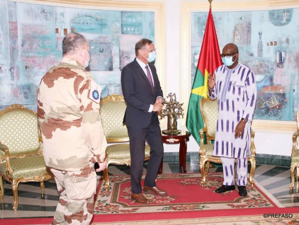 Renforcement des capacités des forces armées nationales : le président du Faso échange avec le Commandant des missions d'entraînement et de formation de l'Union européenne