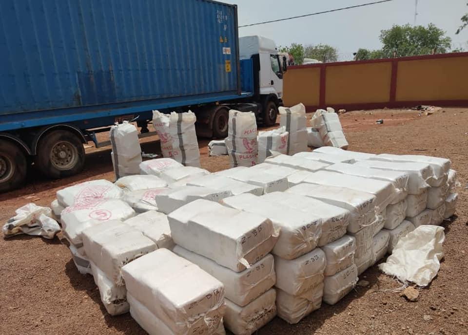 Saisie record de drogue : le Bureau des Douanes de Ouessa saisit près de trois (03) tonnes de chanvre indien.