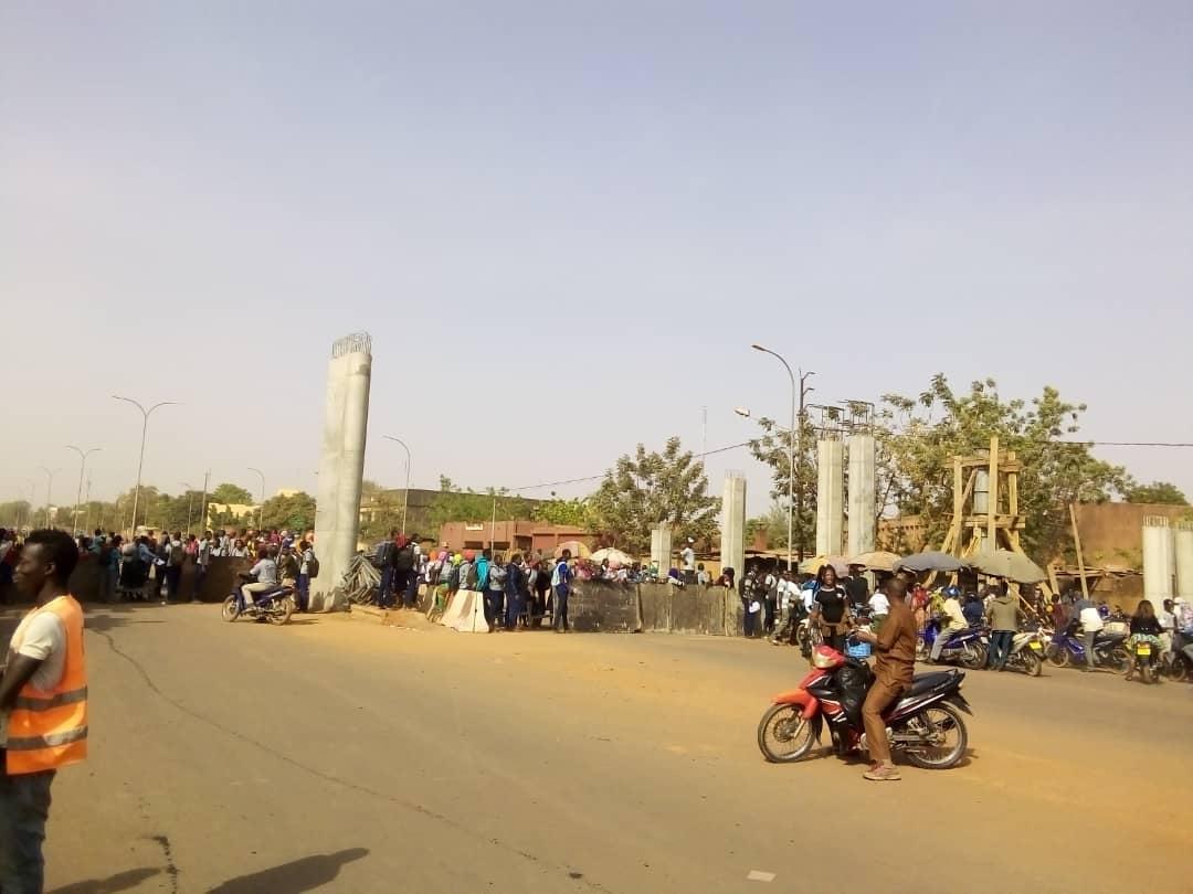 Ouagadougou : Des élèves du Bogodogo bloquent à nouveau la route de Yalgado