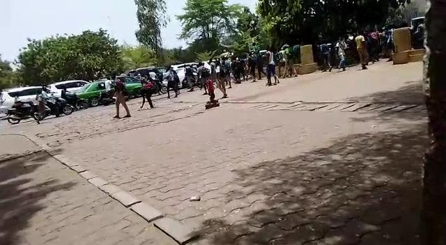 Ouagadougou: course poursuite entre élevés et policier au rond point des Nations Unies.