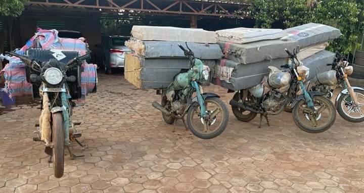 Lutte contre les trafics illicites : la Brigade Mobile des Douanes de Ouagadougou met fin à une importation en contrebande, de cigarettes et de cyanure.
