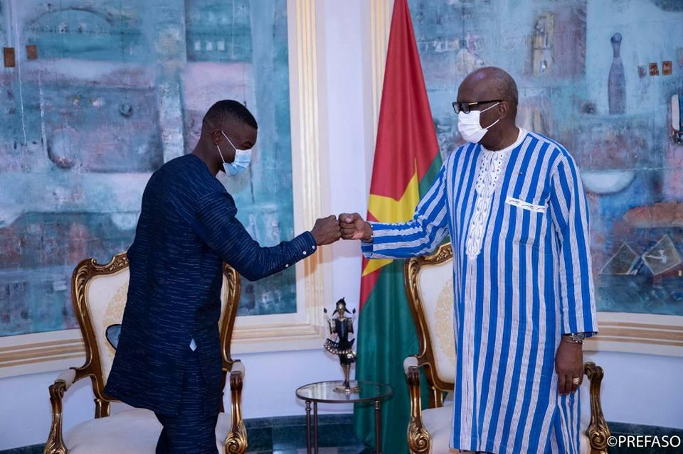 Jeux Olympiques de Tokyo : Hugues Fabrice Zango présente sa médaille au président du Faso